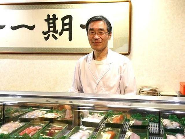 画像: ご主人の堀口敏幸さん。店内は1階にカウンターと小上がり、テーブル席など。2、3階には、大小様々なお座敷があります。