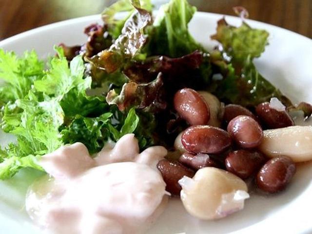 画像: 新鮮な十勝産の野菜がふんだんに。野菜のピクルスなどにも、食材の良さが表れています。