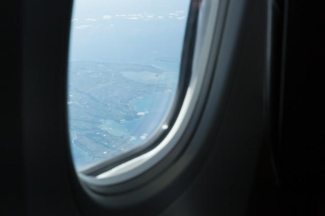画像1: 機内から眺める石垣島
