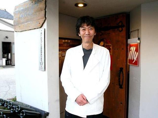 画像: マスターの袴田拓也さんは、20歳の頃から東京の「ラ・ビスボッチャ」「イル・ボッカローネ」などで修業を積み、函館に戻って独立。
