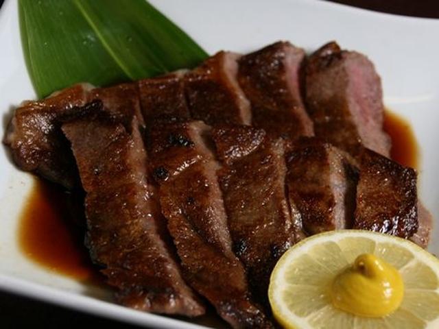 画像: 特選和風ステーキ。3,850円(外税)宇部牛のサーロインステーキは、レベルを考えたら超お得。