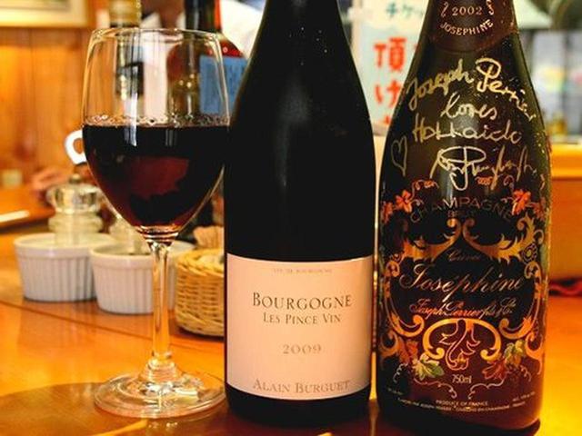 画像: ブルゴーニュ地方の、ル・パンス・ヴァンなど。フランスやイタリア、チリなどのワインがあるそうで、赤も白も500~600円くらい。