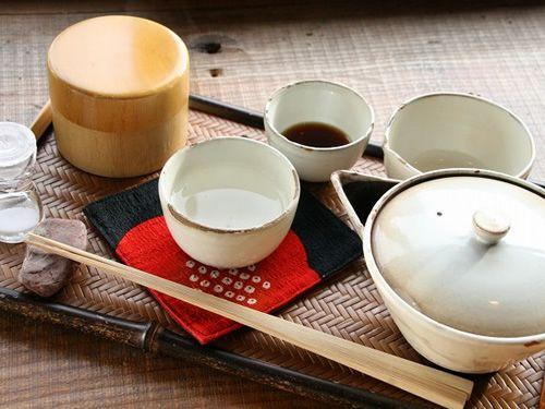 画像: 産地こだわりの上煎茶、ブレンド茶など10~15種類あり。今回いただいたのは池川/かぶせ茶『かぶせ煎茶』。