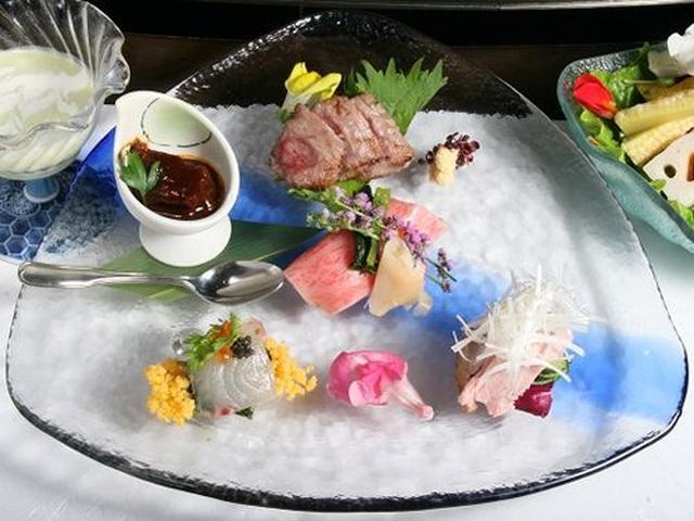 画像: 先付や前菜5種、スープ、サラダなど。彩りの美しさも特筆モノ。