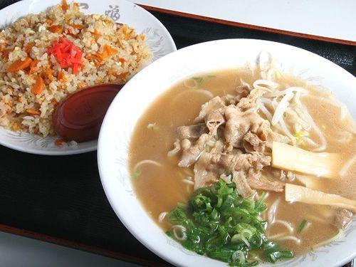 画像: 「中華そば 焼き飯(小) セット」。これはとてもお得なセットです!焼き飯は小といえども、合わせると結構なボリューム。
