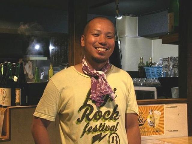 画像: 大将は空池敦史さん。「広島に来てから良く行く立ち飲み屋さんがあって、楽しかった。なので、立ち飲みにしたんです」と笑います。
