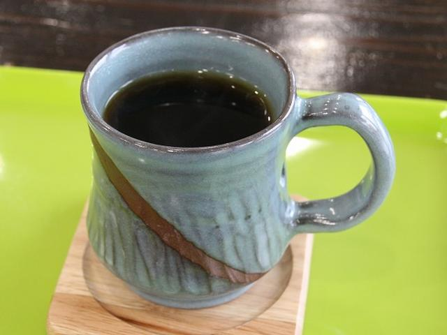 画像: 久米島は珈琲も人気です。こちらは「久米島珈琲」。ちなみに、水は「久米島の上阿嘉の水」を使用しています。