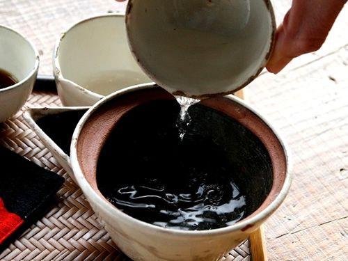 画像: きちんとした淹れ方で一杯一杯丁寧に。お茶の味わいを引き出します。