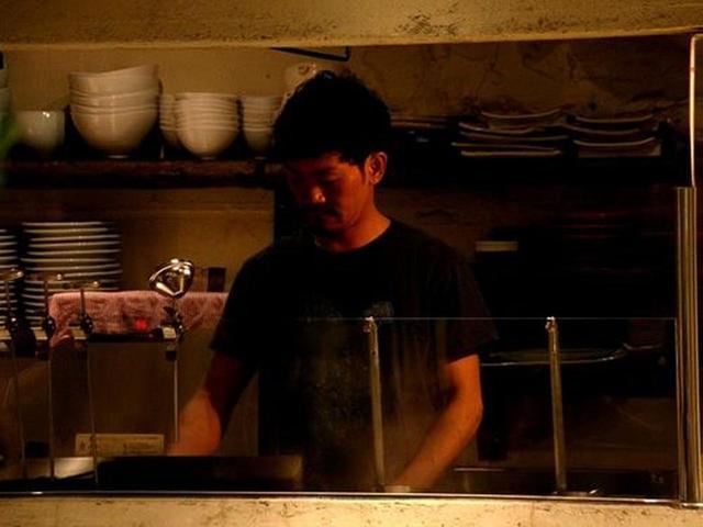 画像: こちらはランチ(というかラーメン店として)の代表、平岡寛視さん。実は月曜~水曜、17時~19時半のみは、ラーメンも提供。
