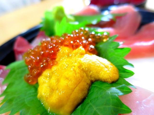 画像: けっこう厚切りで、このおいしさで、ウニ、イクラも入って、特上なのに1300円はお値打ち!!!