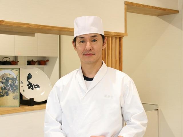 画像: 5代目の内田弘守さん。内田さんは東京の成城大学在学時から青梅市の「紅梅苑」で修業も積み、実家に戻ってきたそう。