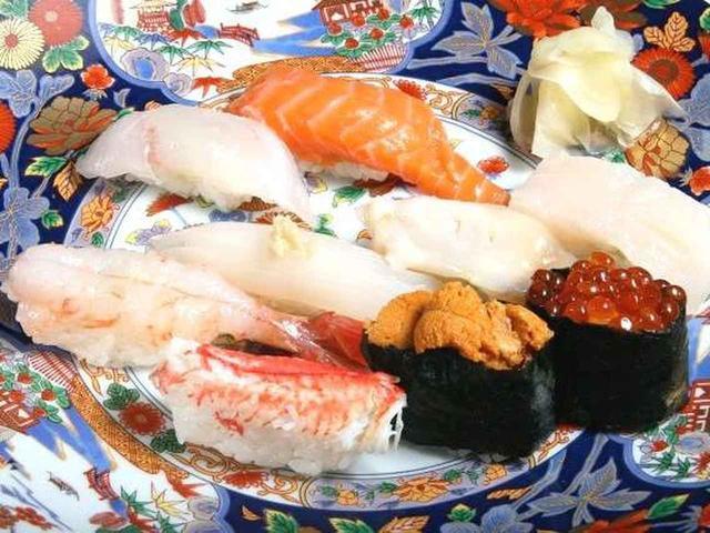 画像: 丹頂にぎり寿司。内容はその都度変わりますが、今回は、いくら、うに、牡丹えび、いか、サーモン、めぬき、おひょうなど。