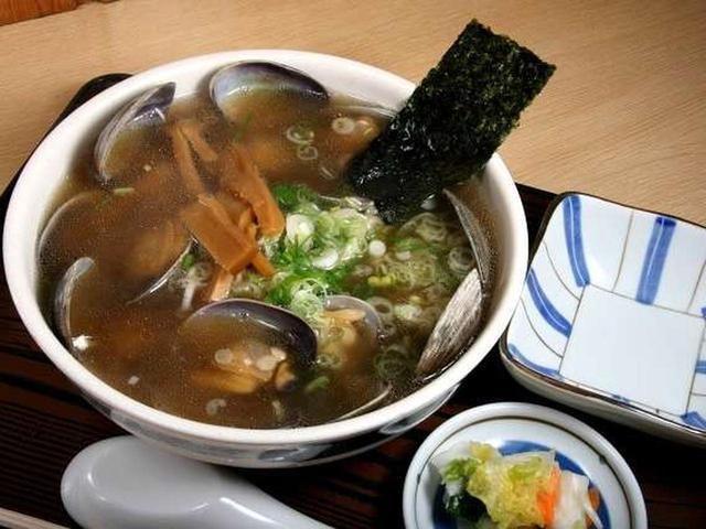 画像: 「アサリ魚醤」の「あっさり」の「細い麺」。細麺のするりとした食感も、あっさりテイストに合いますね。