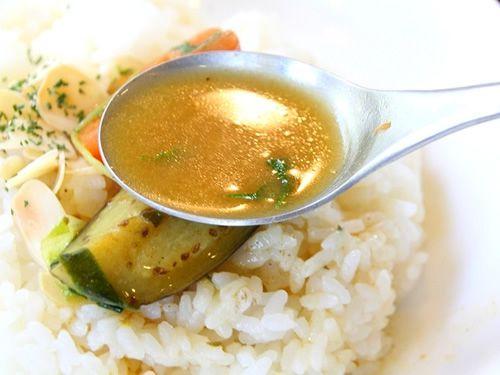 画像: 17種類のスパイスが隠し味となって、深みのある味わいに仕上がっています。すごくこだわりのスープカレーなんです。