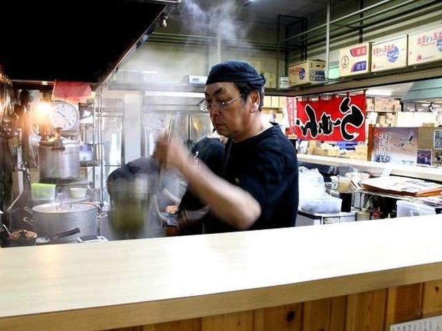 画像: ご主人の吉泉(よしいずみ)守さん。「誰かに習うと誰かの味になっちゃうから」と、あえて独学で店を構えました。