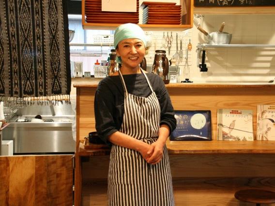 画像: お店を切り盛りなさっているのは、瀬戸山瑞香さん。野鳥好きなので、ヤマガラという野鳥からネーミング。