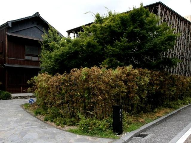 画像: 創業明治23年。建物は国指定有形文化財に指定。まさに福井を代表する割烹「開化亭」。