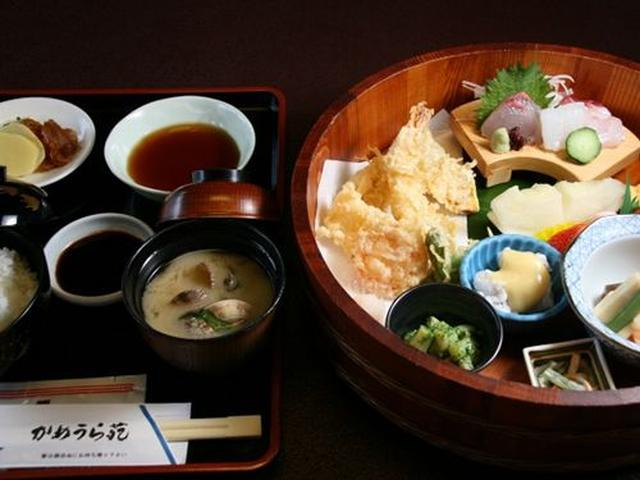 画像: 瀬戸内定食は2,150円(外税)で、ヒラソ(ヒラマサ)や天然鯛などのお刺身に、天ぷらほか一品料理が数多く付いています。