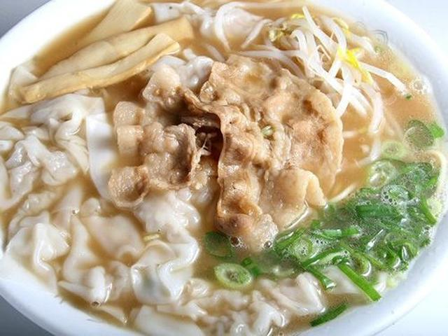 画像: そして「ワンタン麺」。自慢の中華そばに、ワンタンがたっぷりと入っています。これが一番人気!