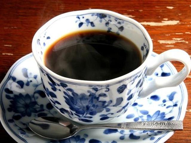 画像: 食後にはホットコーヒーを。場所が便利で勝手が良いこともあり、夏場の超観光シーズンでも6割は地元の方々だとか。
