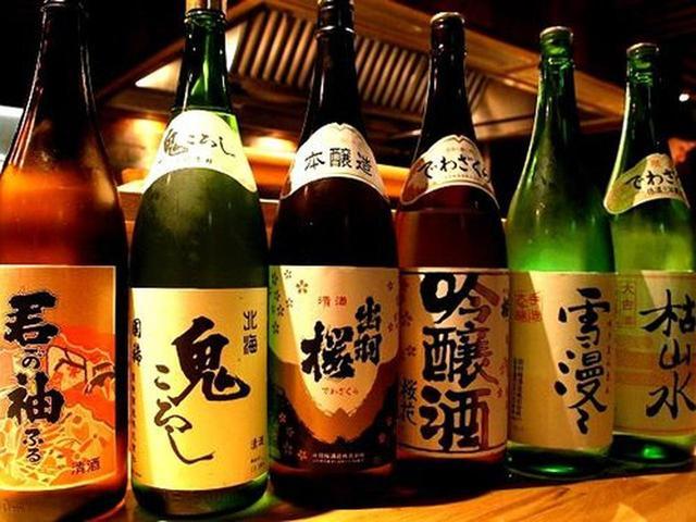 画像: 網走の日本酒である君が袖や、増毛町の国稀鬼ころしなどのほか、網走の友好都市・山形県天童市の出羽桜も各種揃っています。