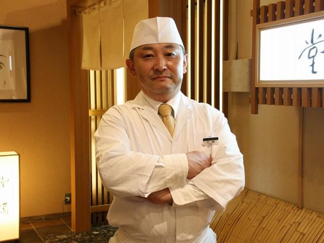画像: 総料理長が大野公司さん。京都や大阪で日本料理の腕を揮ったあと、ホテル九重の総料理長を5年なさってきた方。