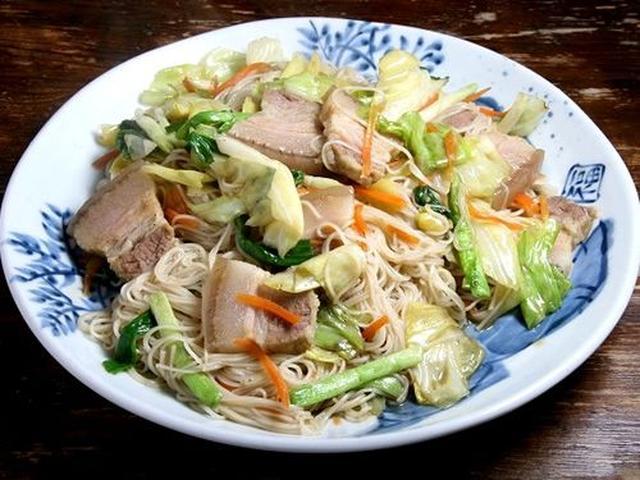 画像: 「油ぞうめん」は、そうめんの豚肉野菜炒め。奄美の郷土料理です。爽やかな味付けで、豚肉の塩味が良いアクセントになっています。