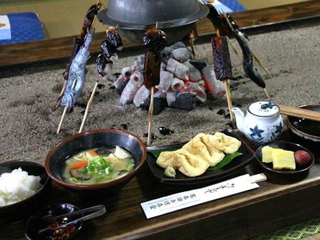 画像: 田楽のほかにも、生揚げととうきびご飯、香のもの、熊本名物の山菜だんご汁が登場。(写真の田楽は3人前)