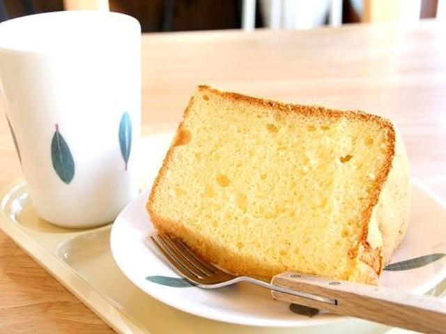 画像: 「淡路島プレーン」。米粉も合わせて作ります。シンプルで、通常のシフォンケーキよりも食材の良さがダイレクトに出た感じ。