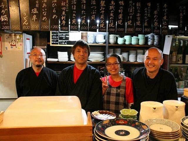 画像: ご主人の田中擧司さん(写真:右)は、京都出身。陸海岸や岩手山などの自然に恵まれた岩手に魅了され、居酒屋さんをはじめたのだとか。
