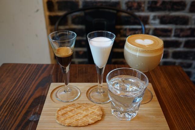 画像: 「Deconstructing a Latte(分解したカフェラテ)」