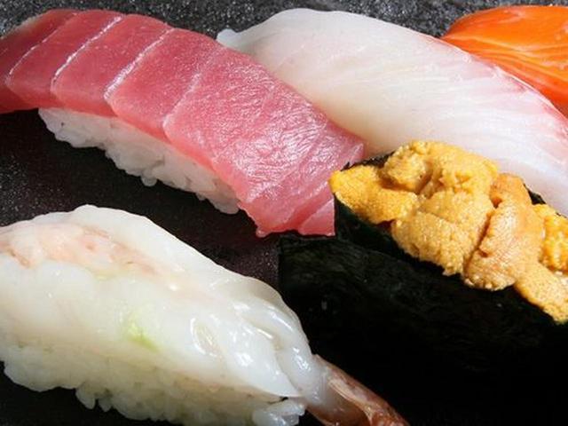 画像: ばちまぐろや白身(今回は鯛)、赤えび、うになど。見ただけで美味しさが伝わってきます!