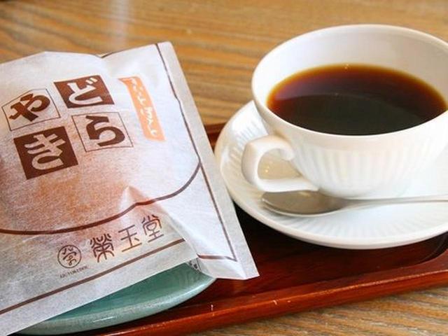 画像: お菓子とドリンクのセットで480円(税別)って、お得!せっかくなので、どらやきとドリンクのセットをいただくことに。