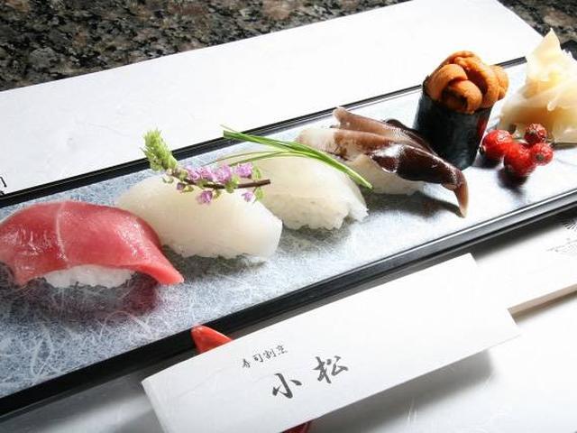 画像: 「中とろ、剣いか、鯛、とり貝、うに」。とり貝 は地元ですが、中とろは築地市場、剣いかは福岡、うには北海道から。