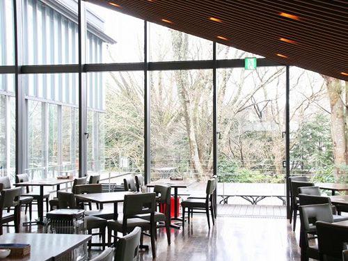 """画像: 「CAFE&RESTAURANT LYS(リス)」。ちなみに""""LYS""""とはフランス語で""""ユリ""""という意味です。"""