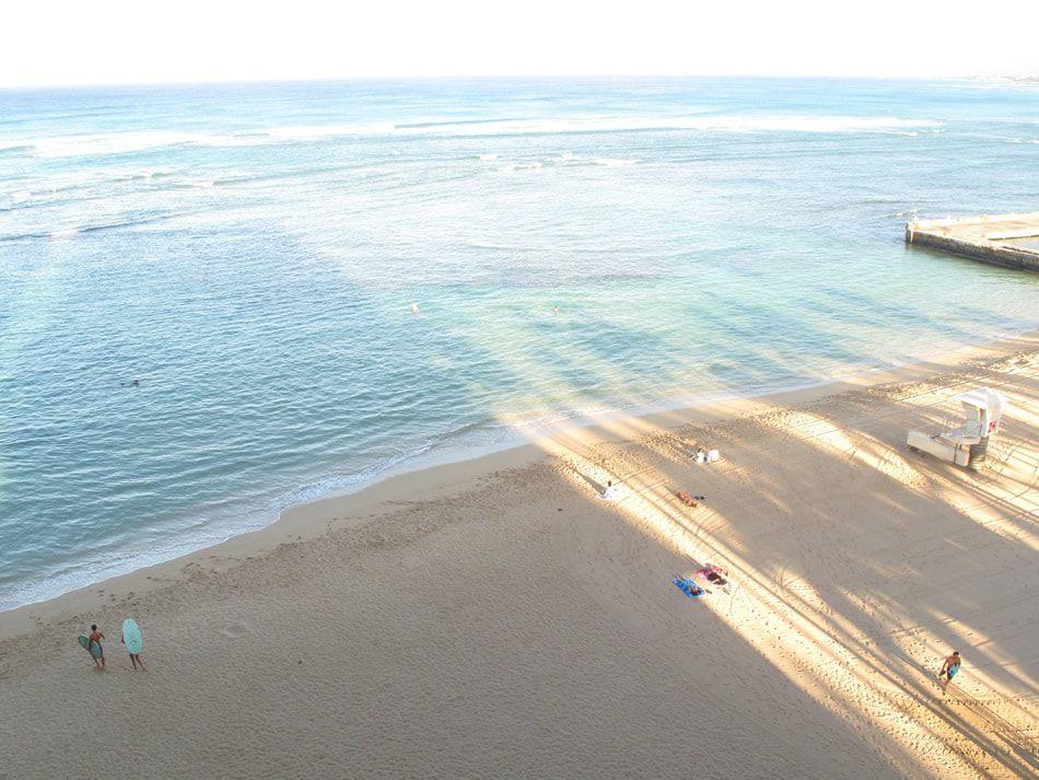画像: 静かな時間が流れるサンスーシ・ビーチの朝