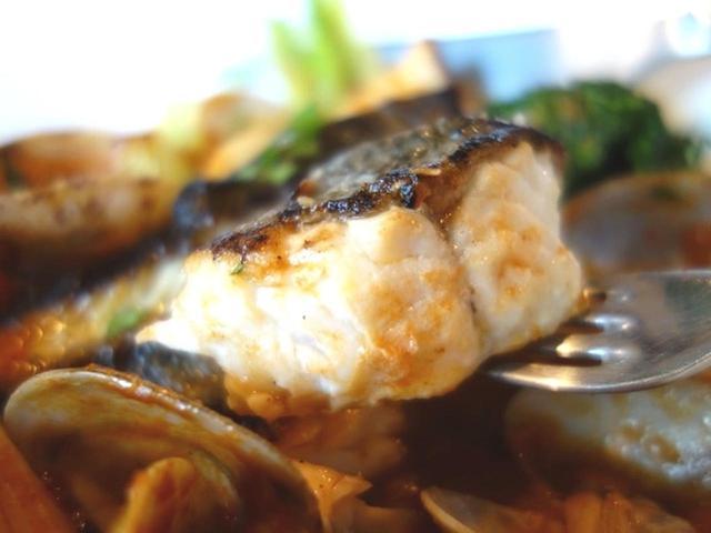 画像: 魚介の濃厚なスープは、フランスのブイヤベースの起源とも言われるイタリア・ナポリの「ズッパ・ディ・ペッシェ」がベース。