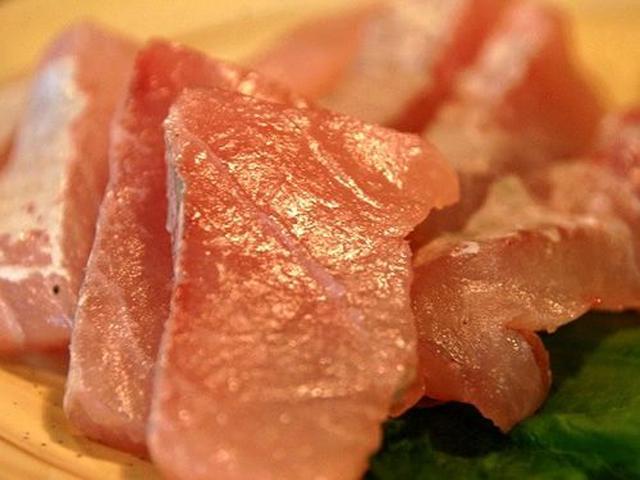 画像: お刺身は、同じ末広市場の『南鮮魚店』から仕入れているそうで、日替わりです。今日は「ソージ」という魚のお刺身でした。