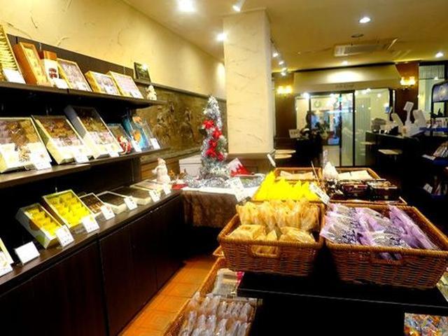 画像: 店内には様々なお菓子が並んでおりました。