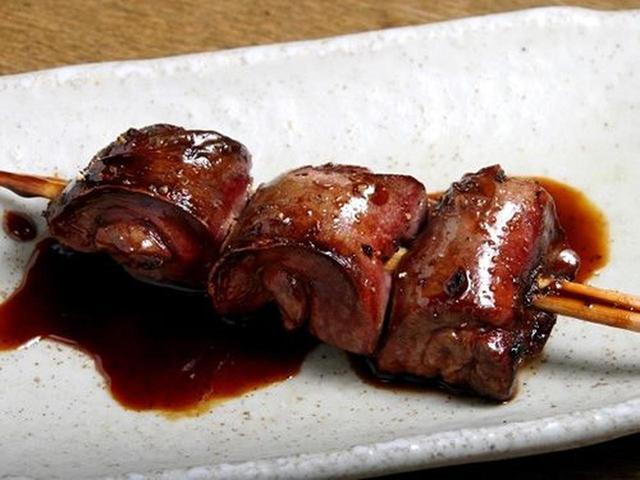 画像: レバーも120円!しっとり濃厚な味わい。タレはやや甘め。ざらめ、みりん、さとうも用いて、鶏ガラも合わせて炊いているそう。