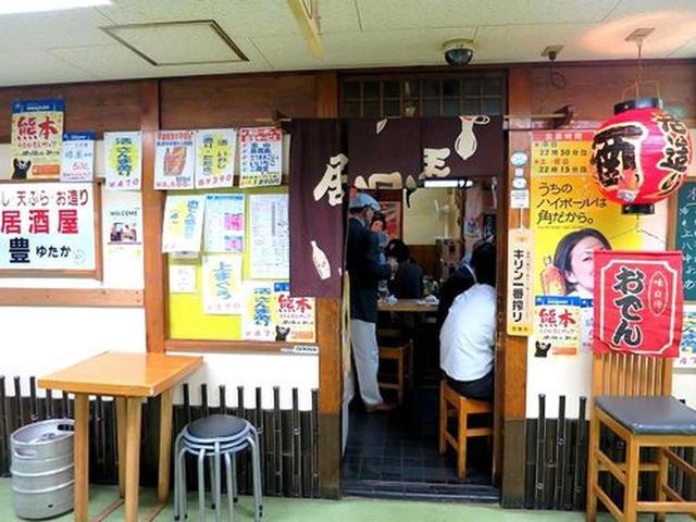 画像: JR大阪駅前の新梅田食道街は約90店舗もの飲食店が軒を連ねています。15時すぎで、すでに大盛況なのが、こちら『豊』。