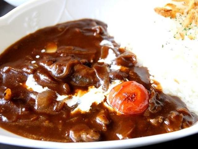 画像: オリジナルのハヤシライスは玉ねぎの甘さも加わった優しい味わい。ビーフ入りです。