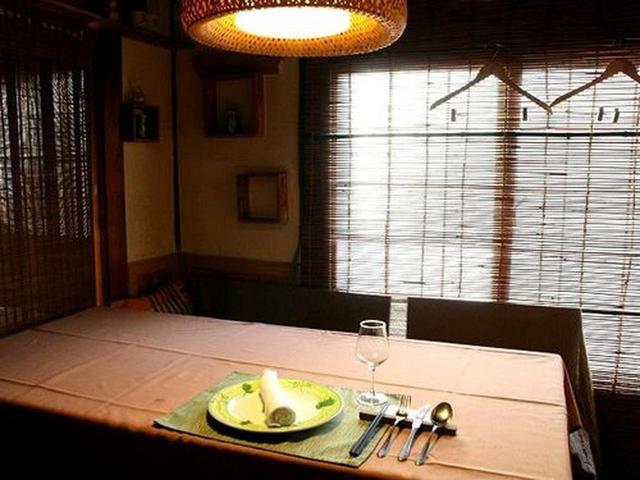 画像: 1Fがカウンター&テーブル席、2F が個室になっています。フレンドリー&アットホームな接客も素敵。