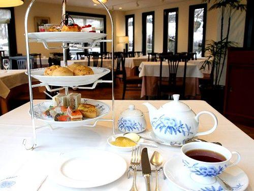 画像: 「ロザージュ アフタヌーンティー」。ライトミールや、季節のフルーツを取り入れたデザートメニューをお好みの紅茶と共に。