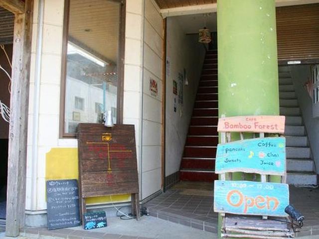 画像: ゆったりとした時が流れ、観光客はもちろん、地元の方にも人気のお店。