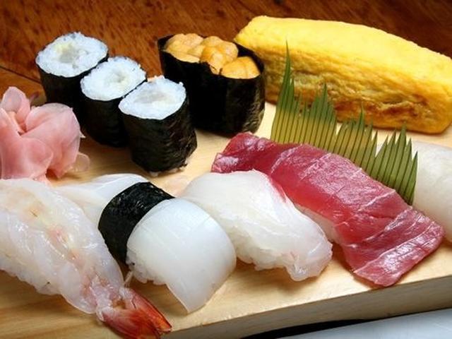 画像: 今回、いただいたのは「上」1,700円。ひらす(ひらまさ)やマグロ、鯛など。平戸の赤ウニは甘くて、ねっとりとした口あたり。