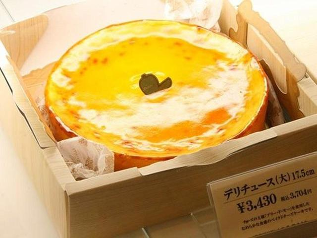 画像: 『デリチュース』のスペシャリティが、屋号を冠した「デリチュース」というチーズケーキです。