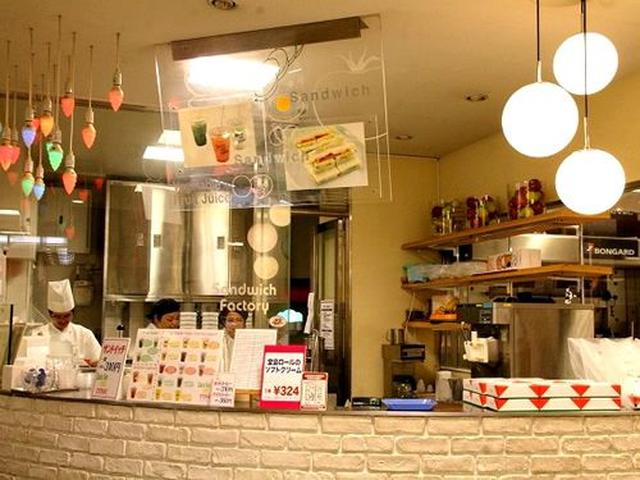 画像: 文化3年(1806年)創業の「佐世保玉屋」。その1階にあるのが『ラビアンローズ』。サンドイッチ専門店です。