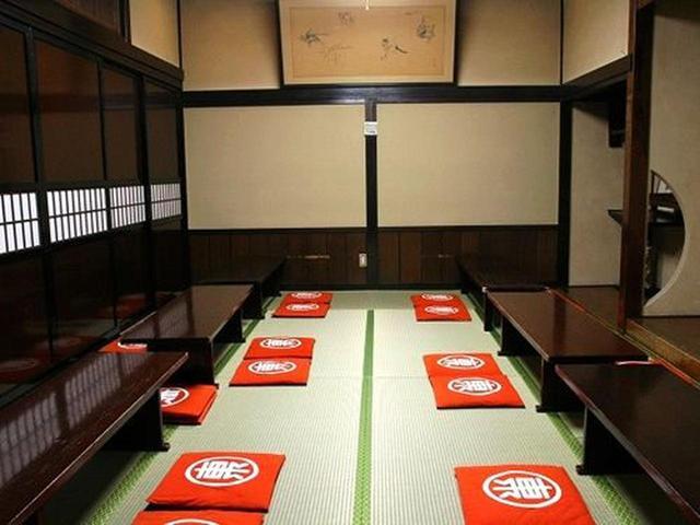 画像: 2階には数十名入れるお座敷がいくつも。本店は100名収容できるそう。