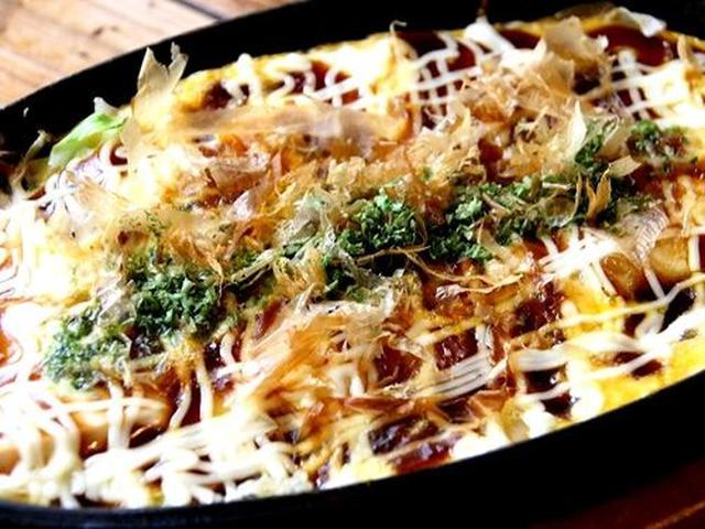 画像: 「たっぷりキャベツとチーズの豆腐のお好み焼き」。普通のお好み焼きに似ていますが、よく見ると、あ、豆腐だ!